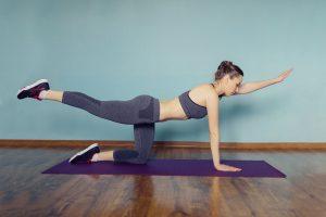 mageøvelser som diagonalløft gir sterkere kjerne