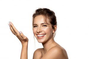 Bruk fuktighetskrem for å beskytte huden mot kulde