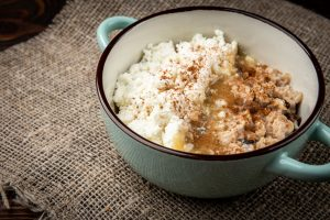 oatmeal with cottage cheese is rich in protein