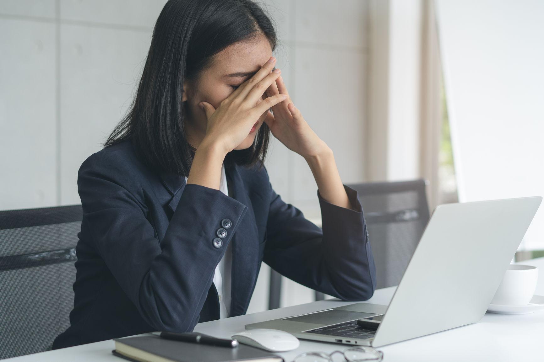 bli kvitt hodepine ved å redusere skjermtid