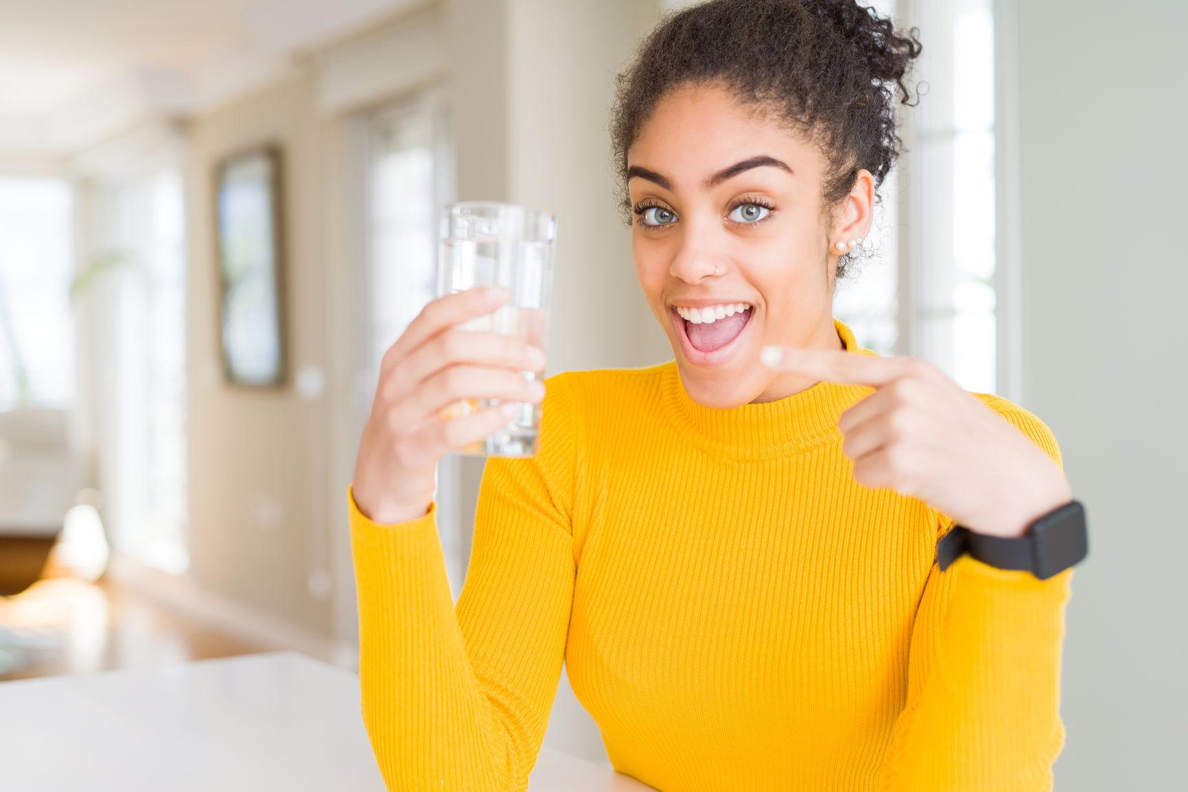 Nok vann kan bidra til å gi deg sterkere negler
